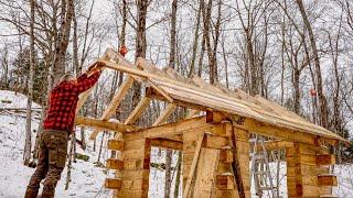 Warsztat drewnianej konstrukcji szkieletowej i kratownicy, krokwie i deski dachowe