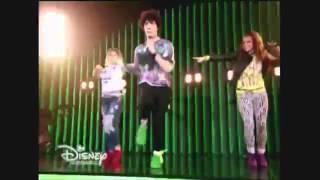"""Soy Luna - Ramiro, Jim y Yam cantan """"A rodar mi vida"""" en la Presentación del Open"""