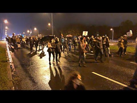 Wideo1: Strajk Kobiet w Lesznie. Tłum idzie Al. Konstytucji 3 Maja cz.1 (30.10.2020)