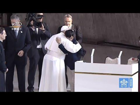 Le pape François rencontre les jeunes du Japon