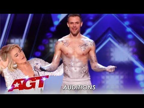 Matthew Richardson: Humble Graphic Designer BLOWS The Judges Away! | America's Got Talent 2019 (видео)