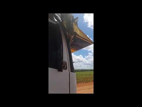 Avião e carreta colidem em fazenda no MT