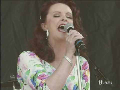 Almost over you - Sheena Easton  (live) #3 @ Canada Day 2016 - Vancouver Canada Place ( old Version)