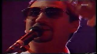 The Fun Lovin' Criminals - 5.Bombin' the L