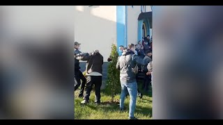 Представители УПЦ заявили о захвате церкви в Ровенской области. Видео