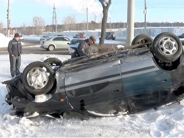 Из-за гололёда перевернулся автомобиль