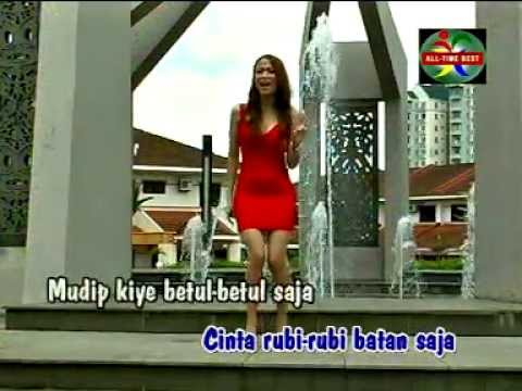 Dangdut Bicinta - Christina Piranha Mp3