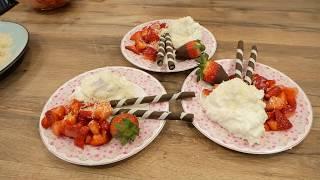 Kokos-Creme mit frischen Erdbeeren