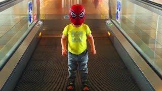 Маленький Человек Паук SpiderMan летит в Турцию