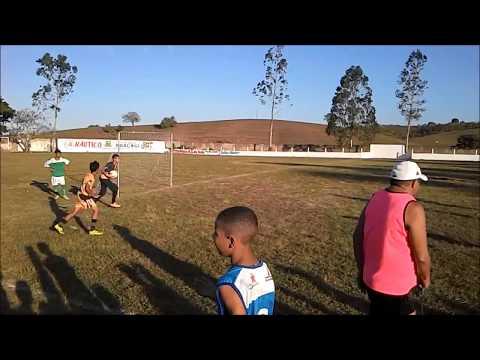 Crianças jogando futebol no dia das crianças 2017 em Araçagi