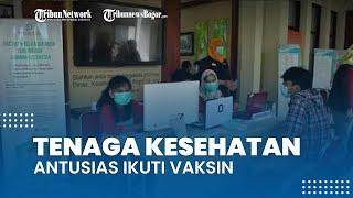 Tenaga Kesehatan Terlihat Antusias Jalani Vaksinasi Covid-19 di Kantor Dinas Kesehatan Kota Bogor