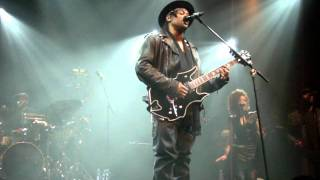 D'Angelo - Feel Like Making Love / Ain't That Easy (live @ Le Zénith, Paris) (29/01/2012)