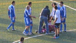 preview picture of video 'Preso a calci in testa l'arbitro. Partita sospesa.'
