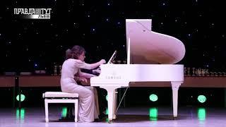 Шість рук за одним роялем