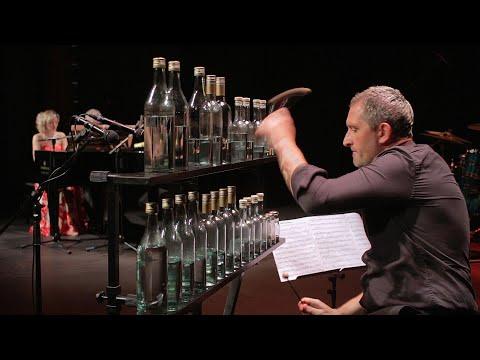מוזיקת הפתיחה של האופרה כרמן - בביצוע יוצא דופן על פסנתר ובקבוקים