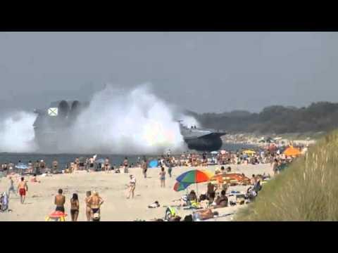 Ρωσική Χόβερκραφτ προσθαλάσσωσε σε γεμάτη παραλία