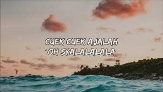 Gambar cover DJ Qhelfin - Happy Ajalah ft. Gafar (Lyrics/Lyric Video) 🎤