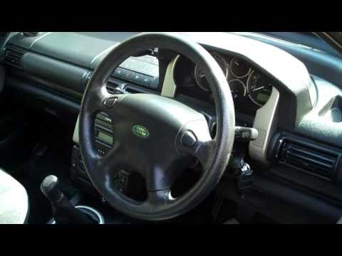 How to remove the steering wheel on  Land Rover Freelander