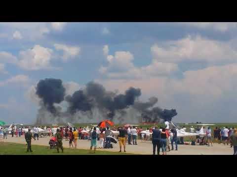 Винищувач МіГ-21 ВПС Румунії розбився під час показових виступів, пілот загинув (ВІДЕО)