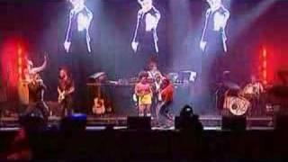 Basement Jaxx - Supersonic (Live @ Glastonbury 2004)