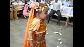 девочка танцует супер 3 годика