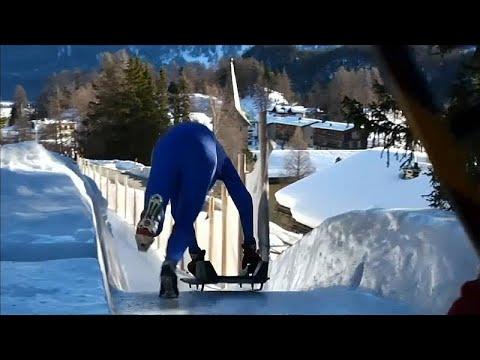 العرب اليوم - شاهد: التزحلق من مُنحدر ارتفاعه 514 قدمًا في جبال الألب بسويسرا