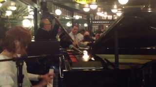ラテン・ジャズピアニスト黒木麗巳さん。ブラジルサンパウロのFamigliaManciniで演奏