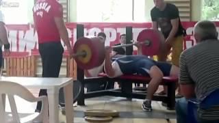 Atleta morre após 185 kg do supino caírem no seu peito!