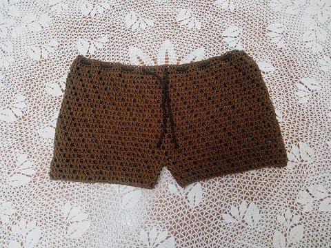 Pantaloncino semplice da spiaggia all'uncinetto