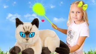 Алиса и котёнок играют ! Прогулка на детской площадке
