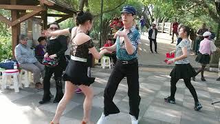 兰姐《什么话》大年初二,屯门公园歌舞升平,一片祥和。