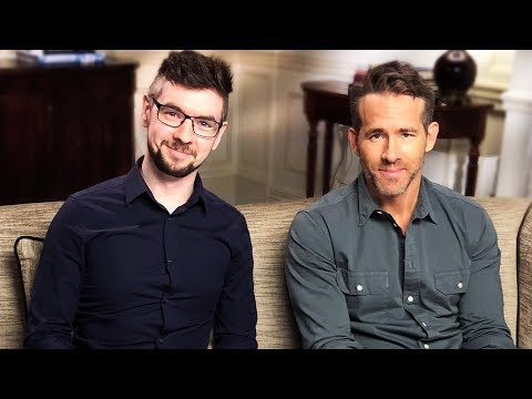 Playing Deadpool With Ryan Reynolds! (видео)