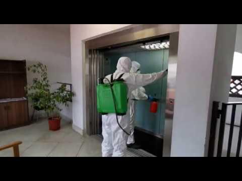 Efectivos del CPB desinfectando el centro Guadalmedina