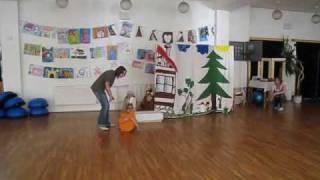 preview picture of video 'Divadelní kroužek - děti UH'