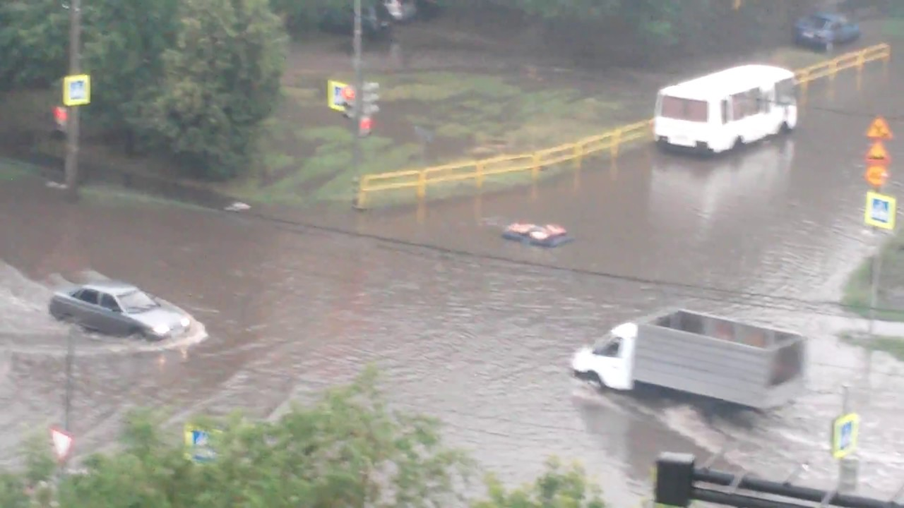 Заплыв на матрасе. Потоп в Тольятти