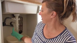 TIY: Unblocking the kitchen sink and removing the u-bend.