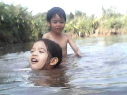 นาบัวซิตี้.com ลูกลิงเล่นน้ำ part 2
