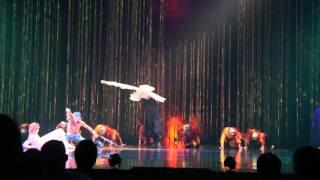 Смотреть онлайн Акробатический номер на костылях, Cirque Du Soleil