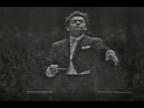 L'Orchestre symphonique de Montréal inaugure la Place des Arts le 21 septembre 1963.