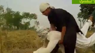 कटर मशीन से भी तेज गेहूं की फसल काटता है ये आदमी
