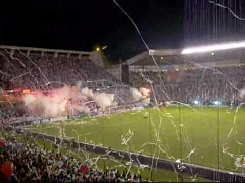 """MUERTE BLANCA salida LIGA vs fluminense (libertadores 08)"" Barra: Muerte Blanca • Club: LDU"