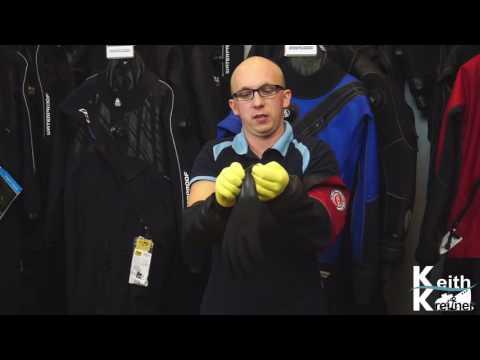 Trockenhandschuhe Manschette auf Manschette  anziehen