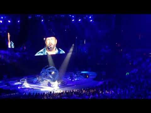 Garth Brooks singing Girl Goin' No Where - Ashley McBryde