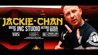 Kadr z teledysku Jackie Chan tekst piosenki SZAKAL ft. BOXDEL