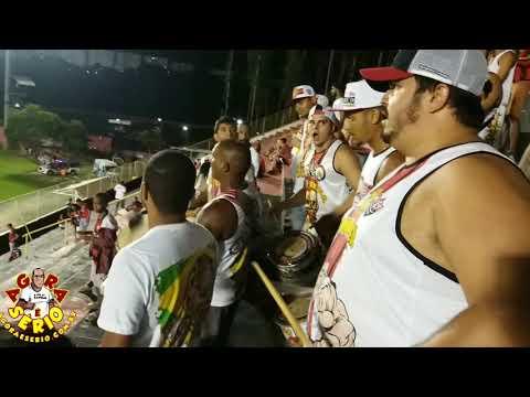 Repórter Favela no Estádio do Barradão aqui é Vitória Porra