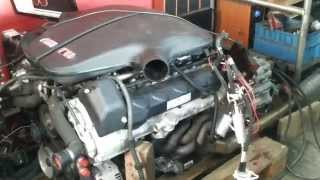 BMW M5 E60 V10 S85B50 engine running on the floor !!!!