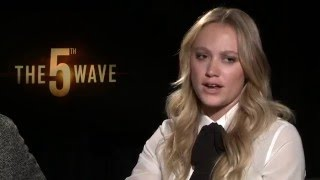Maika Monroe & Nick Robinson - The 5th Wave interview