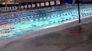7 5 magnitude earthquake in Mexico causes a tsunami inside a swimming pool