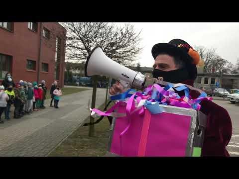 Wideo1: Przekazanie 1000 książek dla SP9 w Lesznie