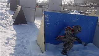 Зимой играть в пейнтбол весело